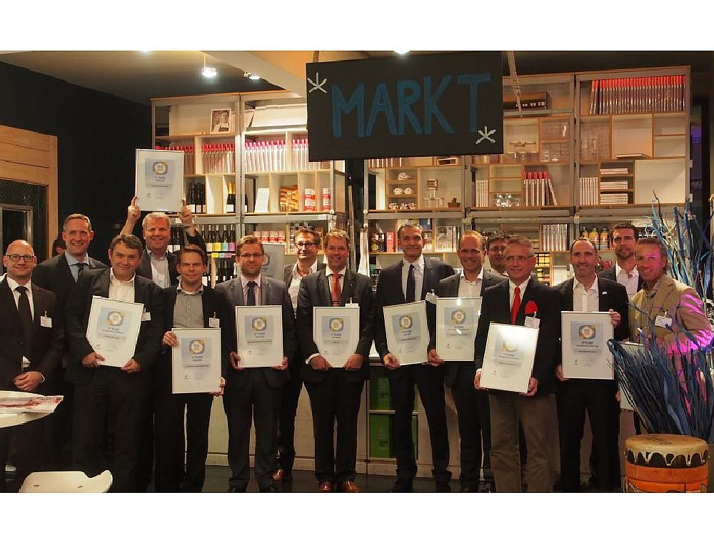 Glückliche Gewinner bei der Verleihung der invidis Digital Signage Awards (Bild: invidis