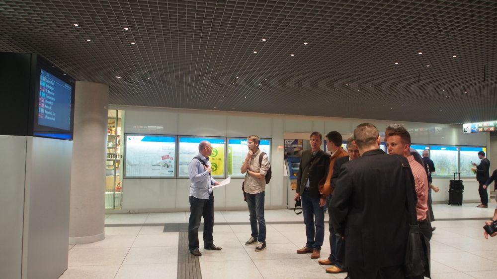 Hauptbahnhof München unterirdische Ebene mit neuer Stele der MVG