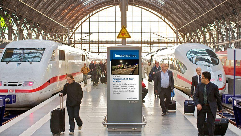"""Station Video-Netz - """"Hessenschau"""" am Hauptbahnhof in Frankfurt (Foto: Ströer)"""