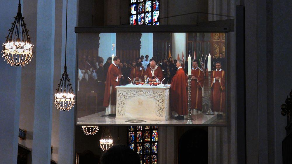 Münchner Frauenkirche: Projektion während eines Gottesdienstes (Foto: Panasonic)