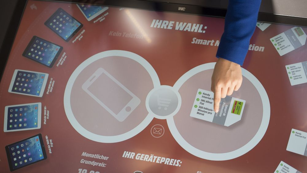 Media Markt: neuer 3M Touch-Tisch (Foto: Media Saturn)
