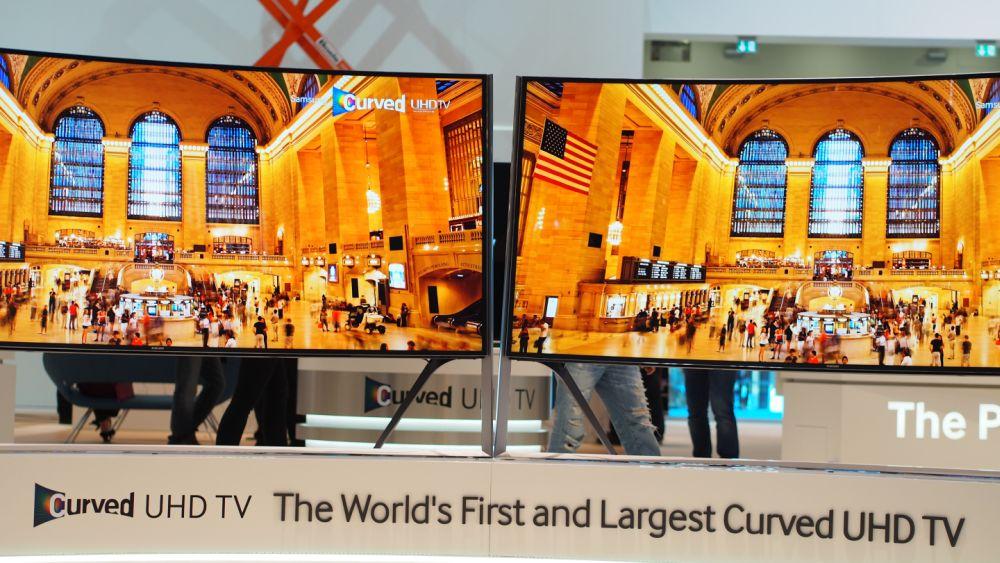 Im Cube zu sehen: Samsung Curved UHD-TVs (Foto: invidis.de)