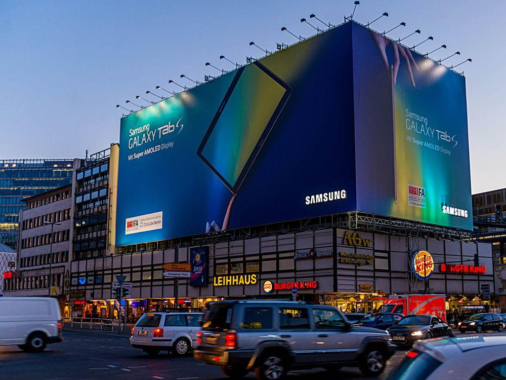 Samsung startet zur IFA 2014 eine Riesenposter-Kampagne für das Galaxy Tab S (Foto: blowUP media)