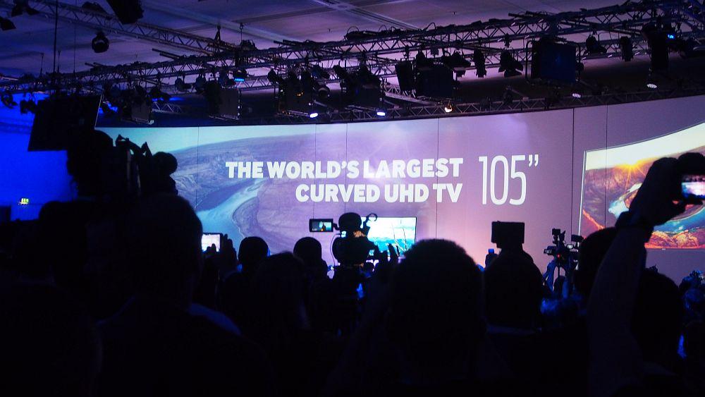 "105"" Curved UHD wird enthüllt: Samsung-PK (Foto: invidis.de)"