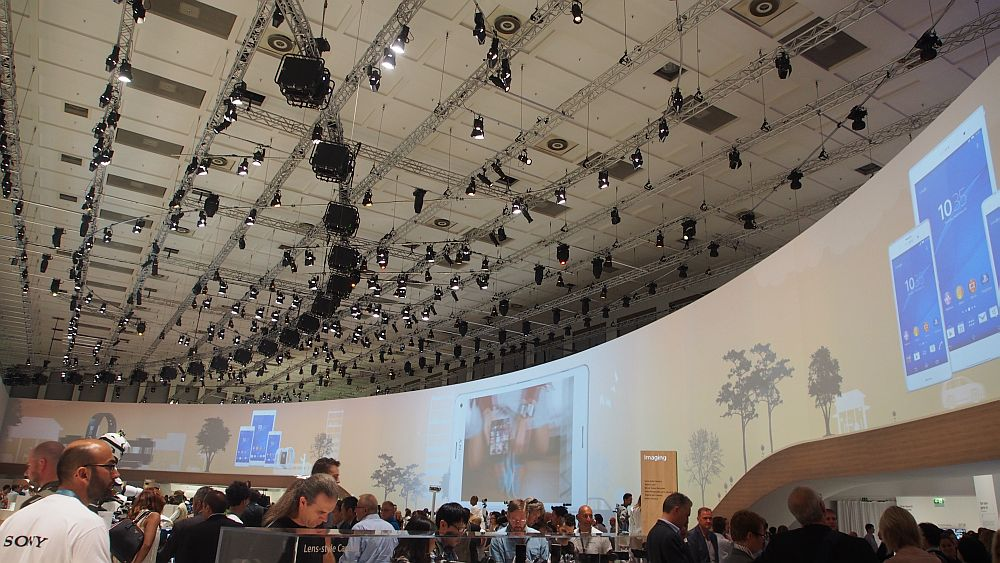 Projektoren wohin man schaut: Sony auf der IFA 2014 (Foto: invidis.de)