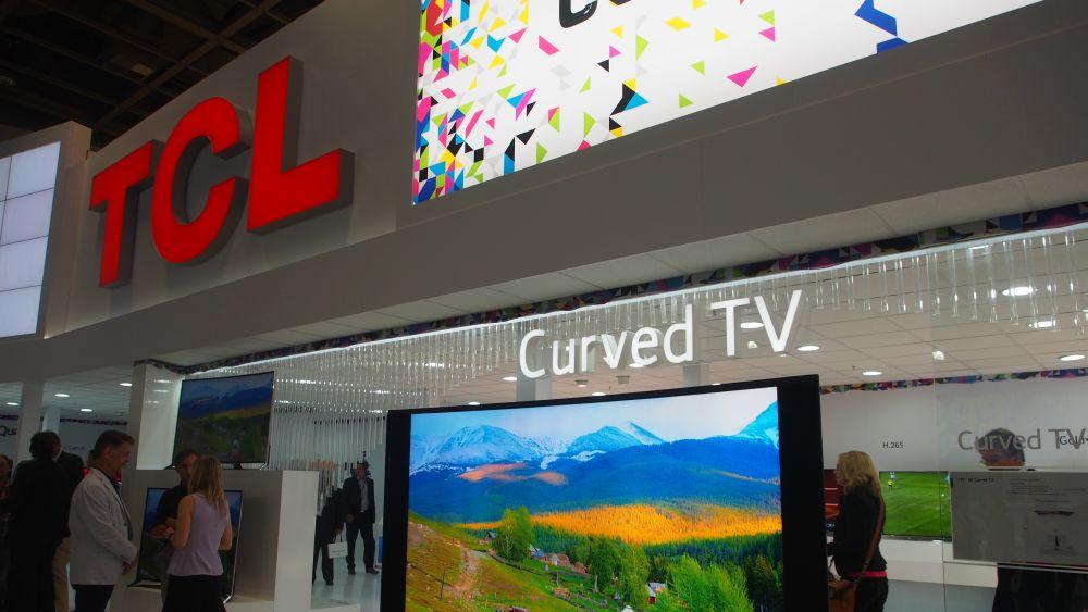 Der chinesische Hersteller TCL setzt auf eine helle Präsentation (Foto: invidis.de)