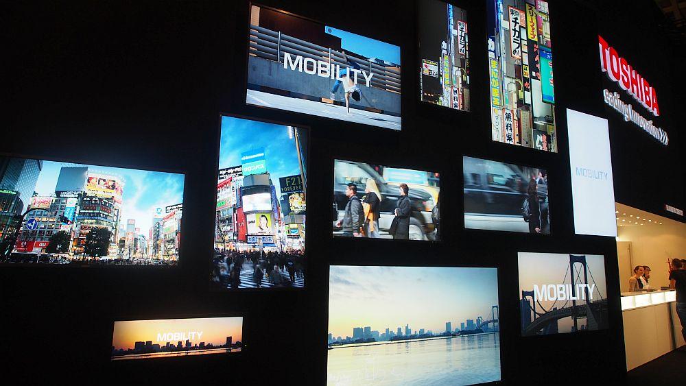 Toshiba spielt mit Content und Positionierung der Displays (Foto: invidis.de)