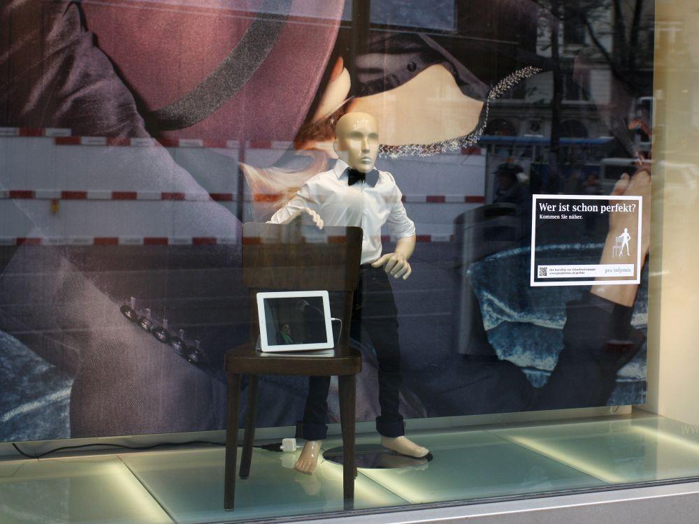 Wer ist schon perfekt? - Pro Infirmis-Aktion im Schaufenster (Foto: PHOTOPRESS/Alexandra Wey)