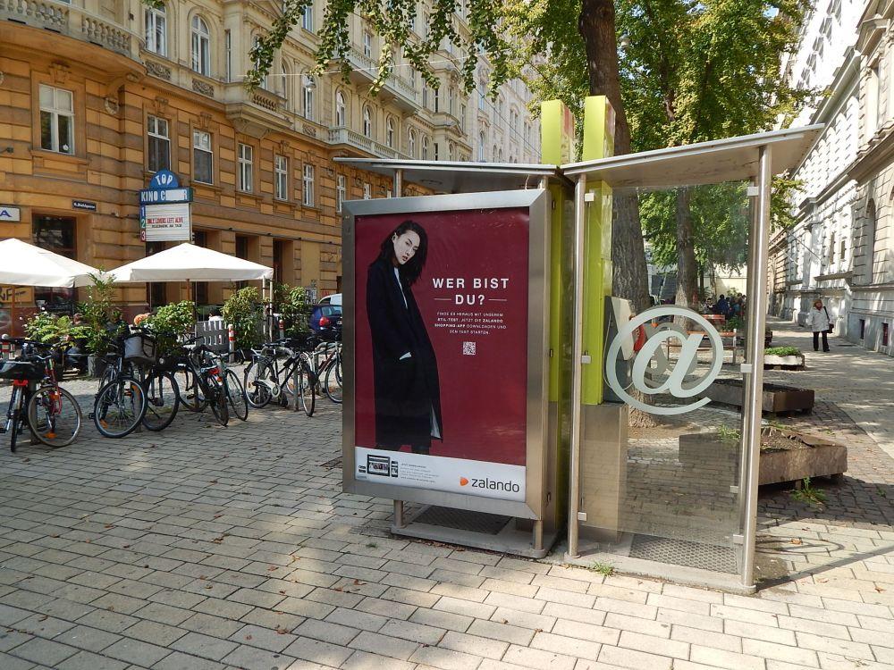 Zalando-Werbung auf einem CLP in Wien Gumpendorfer Straße Ecke Rahlgasse Epamedi (Foto: Epamedia)