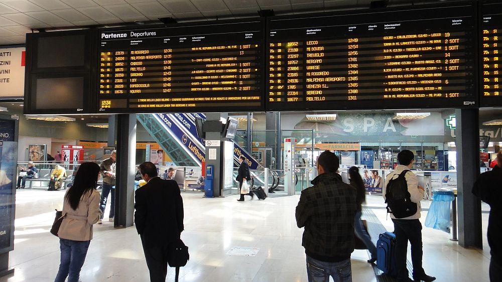 aesys-Infosystem an einem Bahnhof (Foto: aesys SpA)