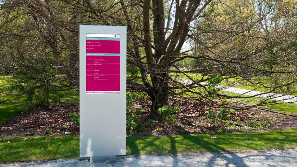 Lichtstarkes Display benötigt  - wizAI Stele in Gießen (Foto: wizAI)