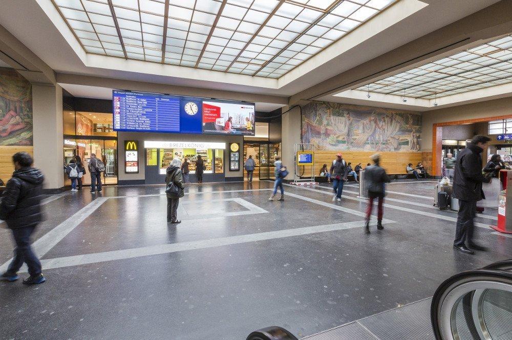 SBB Neuchatel - Information und Werbung (Bild: SBB)