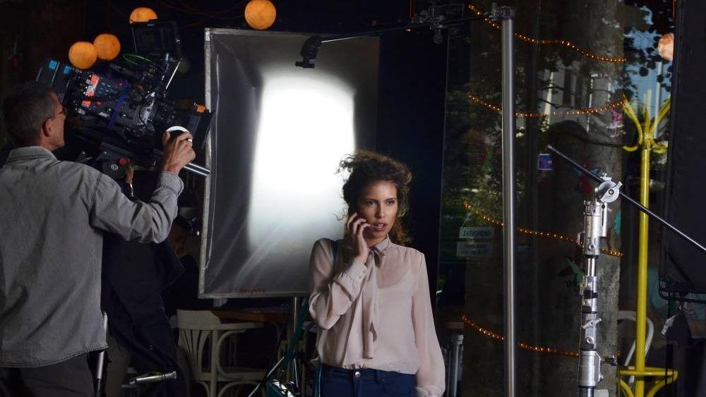Wer meint sexy zu sein, darf das auch ruhig kommunizieren: Am Set eines Telenor Banka-Werbespots (Foto: Telenor Banka)