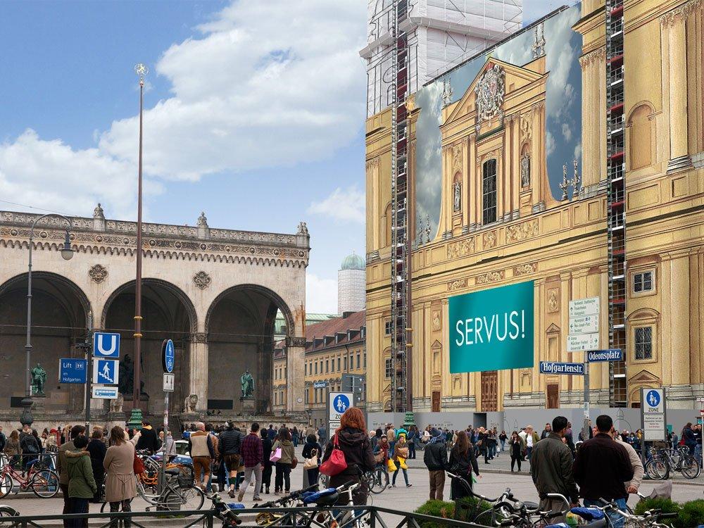 Die Münchner Theatinerkirche am beliebten Odeonsplatz bietet bald eine 120 qm große Werbefläche (Bild: blowUP media)