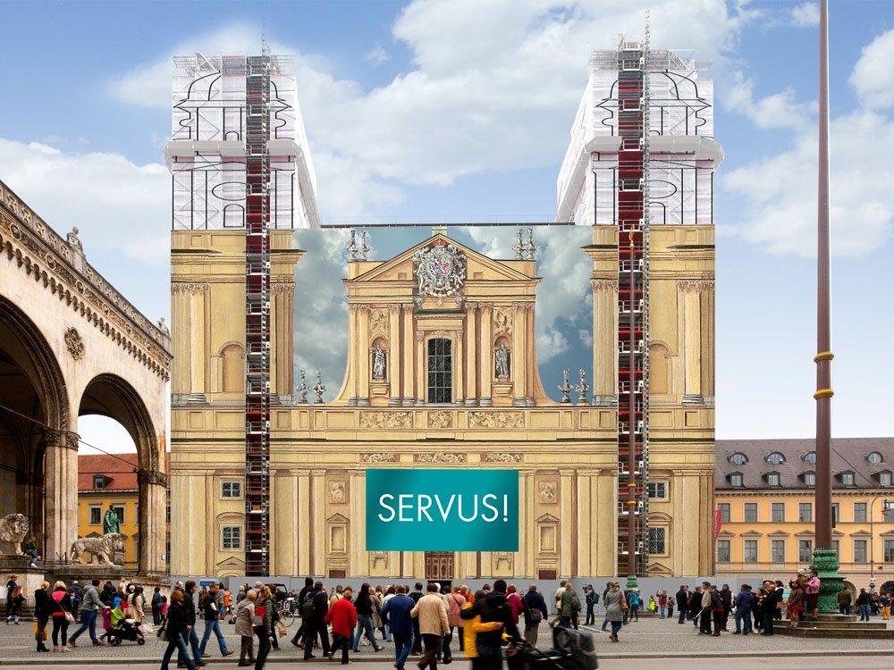 Bald mit einer Fassadennachbildung von blowUP media verhüllt: die Münchner Theatinerkirche (Bild: blowUP media)