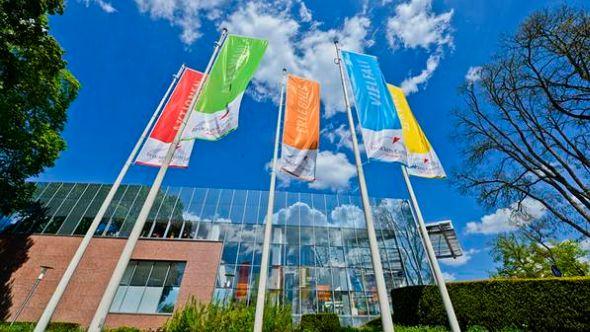 Spiegel und Glas in Masse: Brücken Center Ansbach (Foto: Brücken Center)