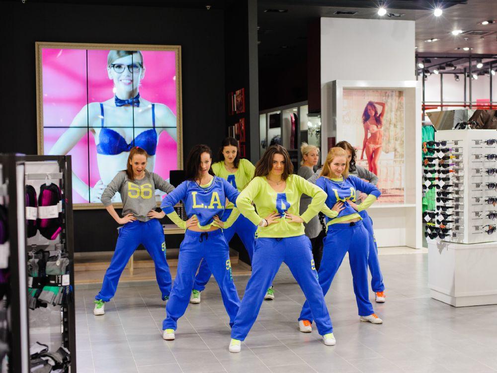 Russicher Takko mit Video Wall im Shop (Foto: BrightSign)