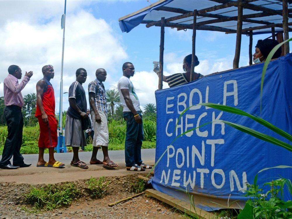 Ebola Checkpoint in der Nähe von Freetown (Foto: Ricci Shyrock/IRIN)