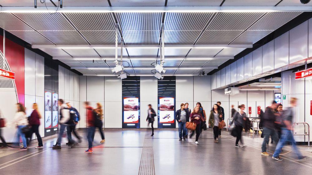 80 Sekunden statt 60 Sekunden: Ferrero-Kampagne am U-Bahnhof Stephansplatz (Foto: Gewista)