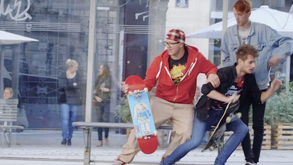 Flüchtende Skater (Screenshot: invidis.de)