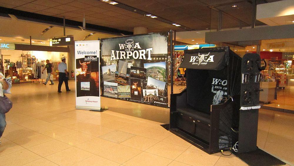 Wacken-Aktion am Airport in Hamburg: Fototwand und Strandkorb (Foto: Initiative Airport Media)