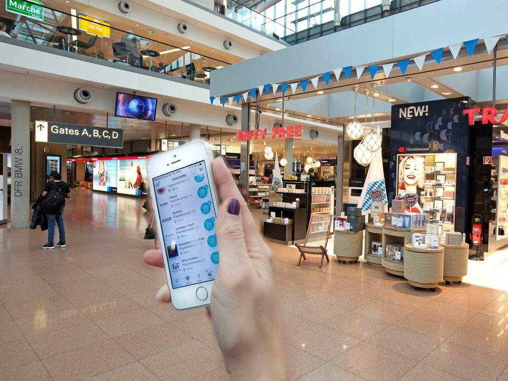 """Hamburg Airport - App """"Yoints"""" im Einsatz (Foto: Michael Penner/ Flughafen Hamburg)"""