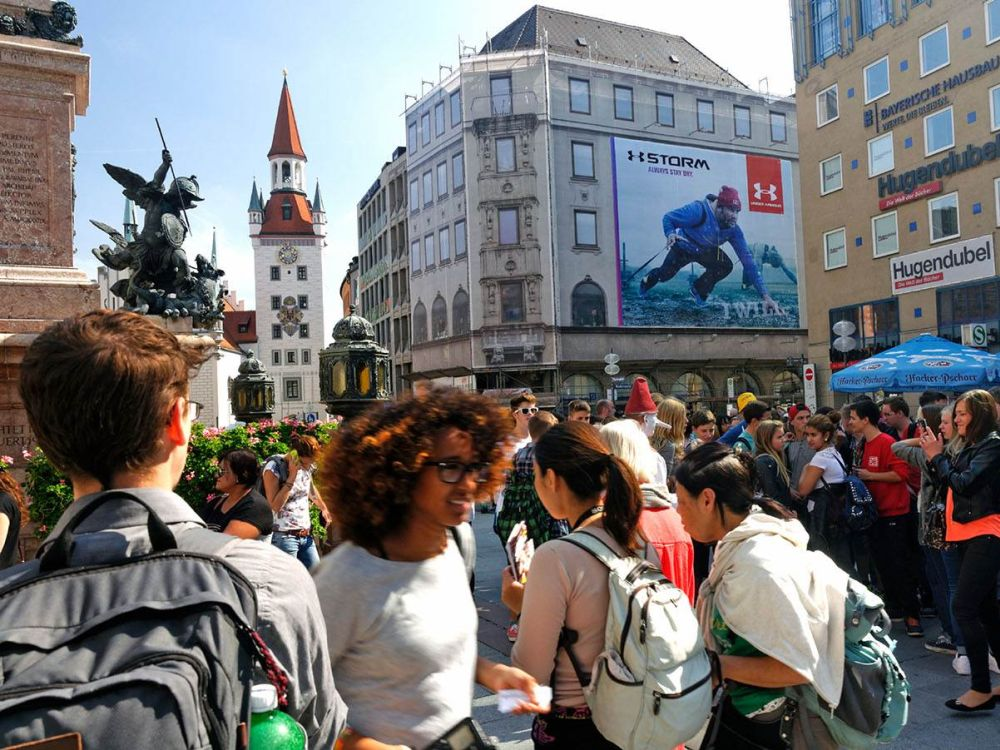 Under Armour-Kampagne am Marienplatz in München (Foto: Posterselect)