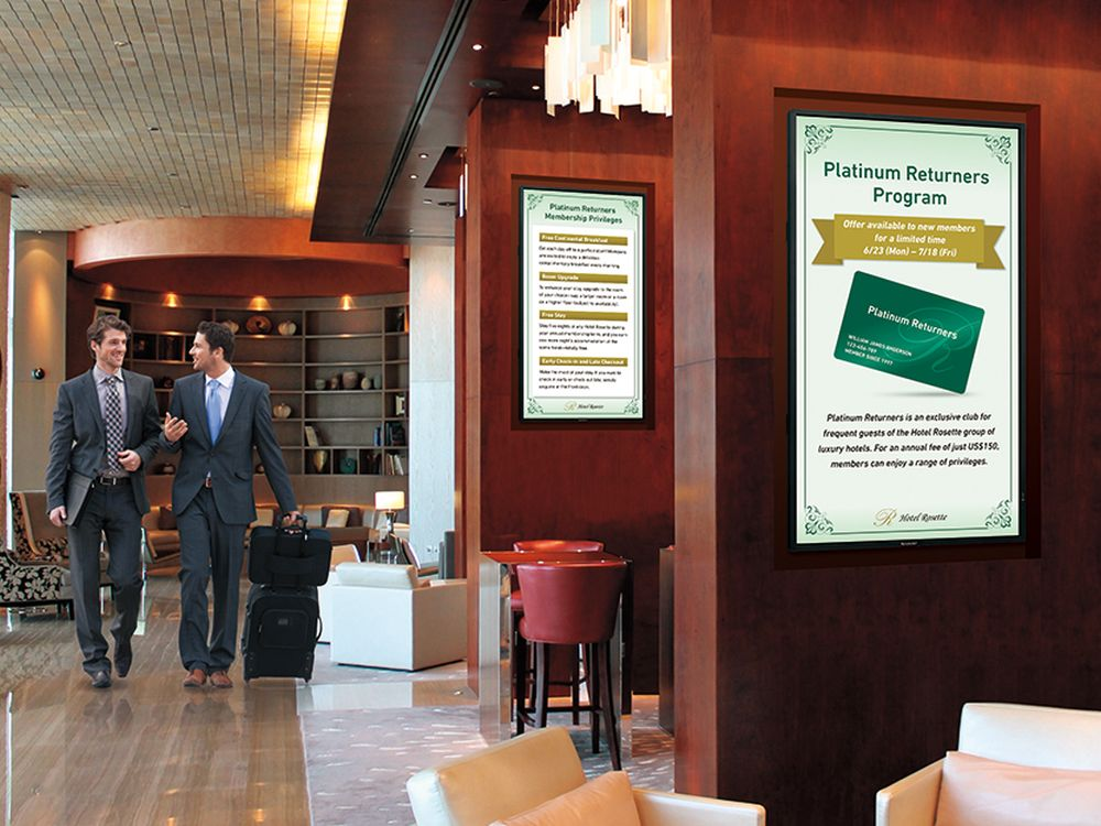 Sharp-Display PN-Y555 in der Hotellerie (Foto: Sharp)