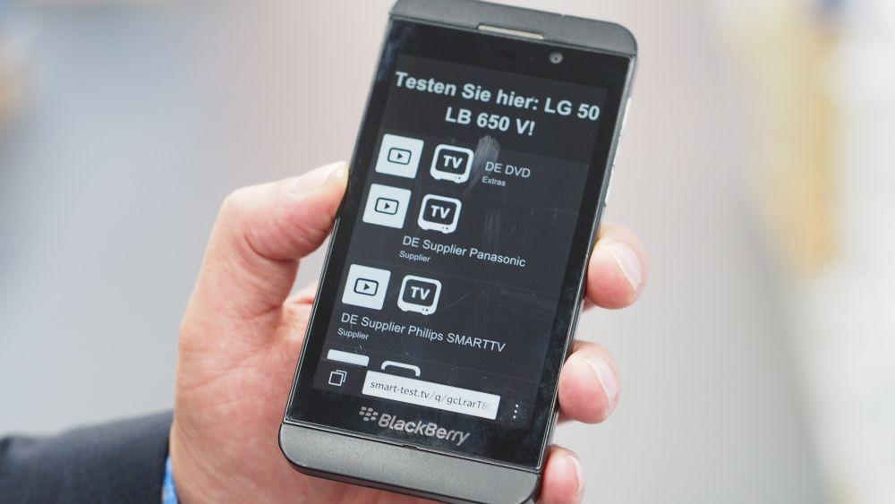 Smartphone spricht den mit der TVL Box versehenen TV an (Foto:invidis.de)