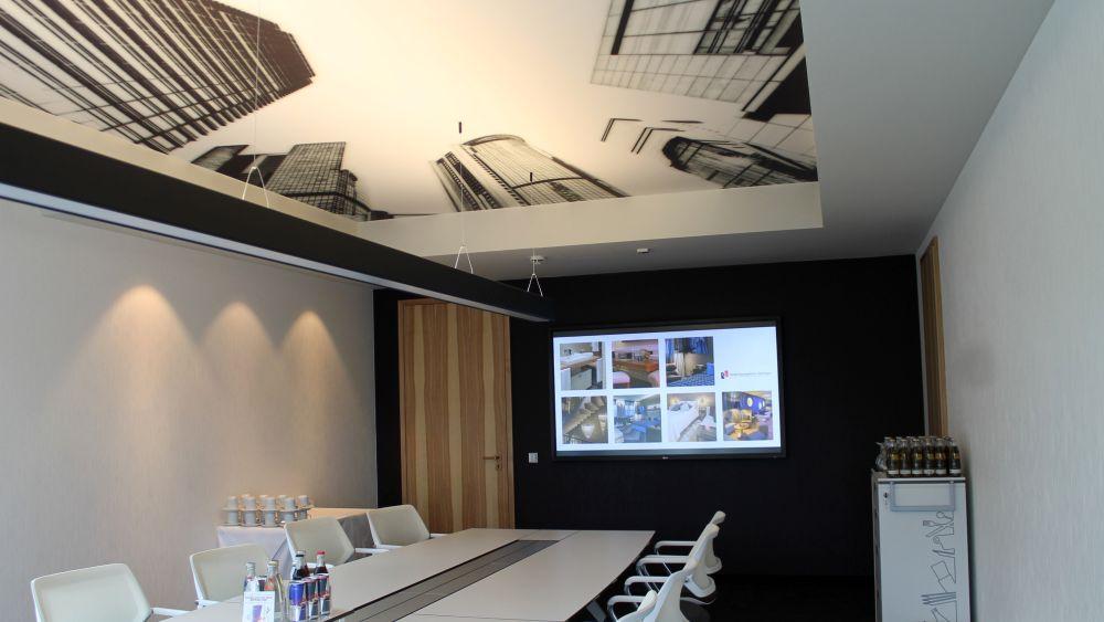 Frisch installiertes Ultra HD Display von LG (Foto: Hotelkompetenzzentrum GmbH)