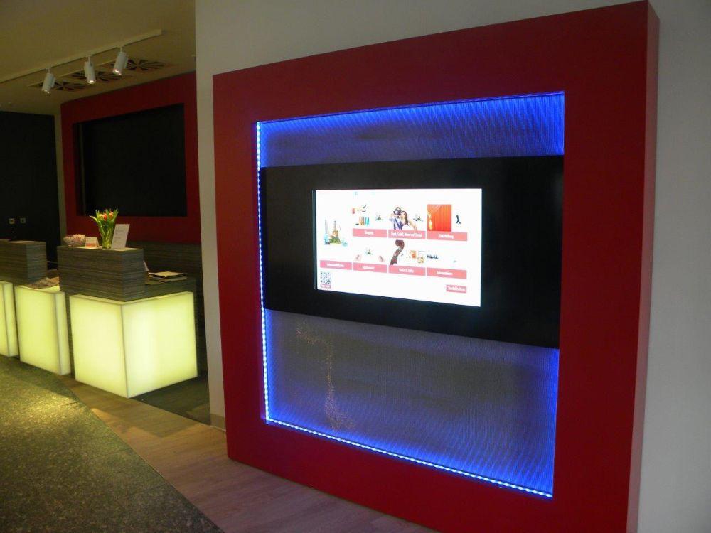 Virtueller Concierge in einer in der Hotellobby (Foto: m.i.b)