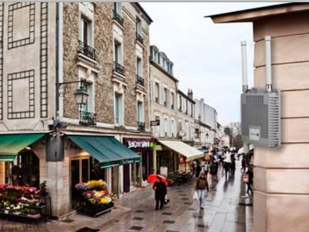 Metro Cell: Kleine Kästen wie der rechts abgebildete könnten bald in JCDecaux-Wartehäuschen stecken (Foto: Alcatel-Lucent)