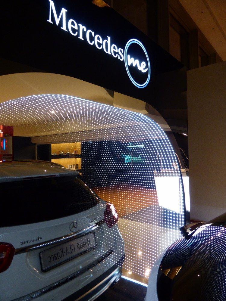 CLA infront of Mercedes me Cafe (Photo: invidis)
