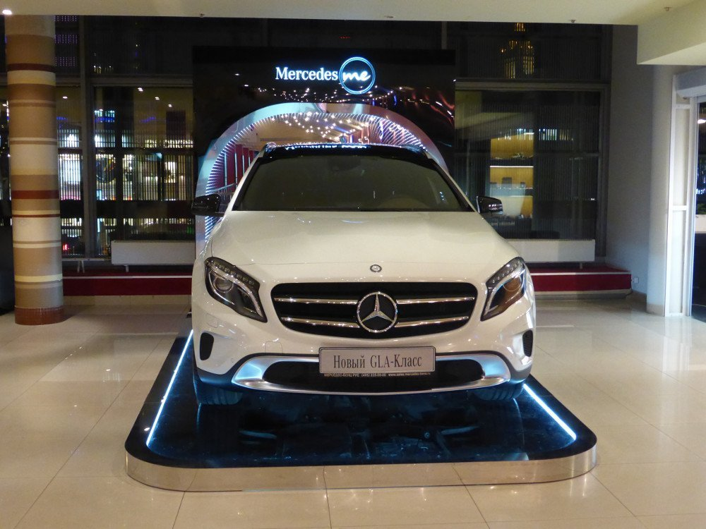 This CLA is only car displayed at the Mercedes me cafe (Photo: invidis)