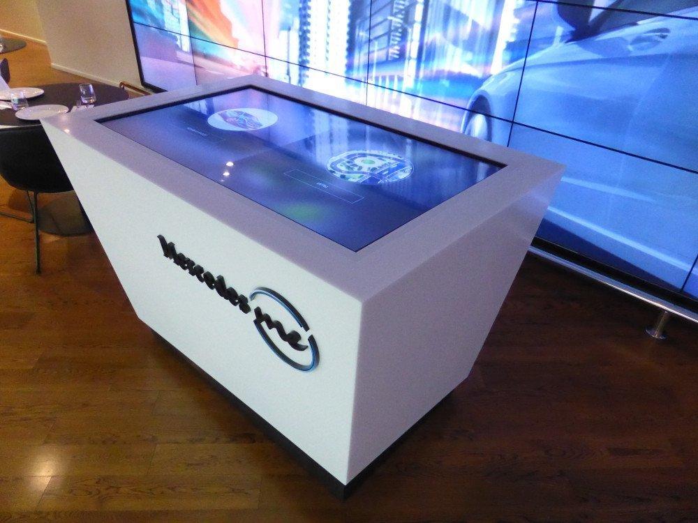 Touchtable - gamification a la Mercedes Benz (Photo: invidis)