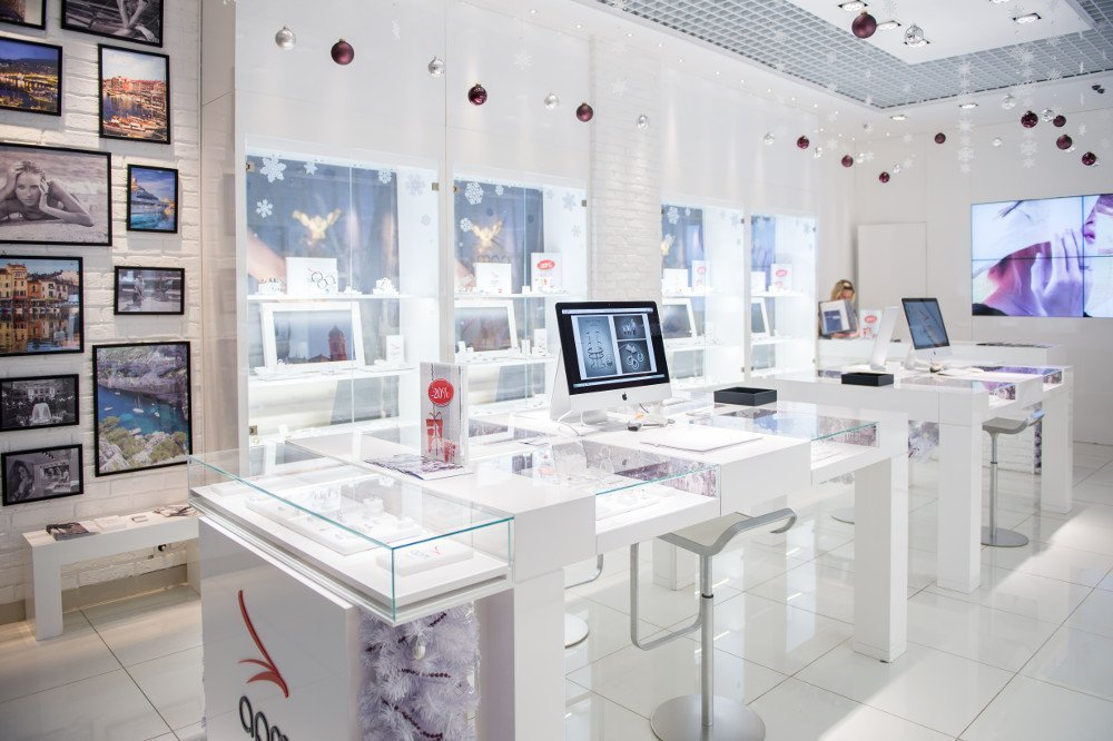 Jewelry Retail at APM Monaco (Photo: Adamas)