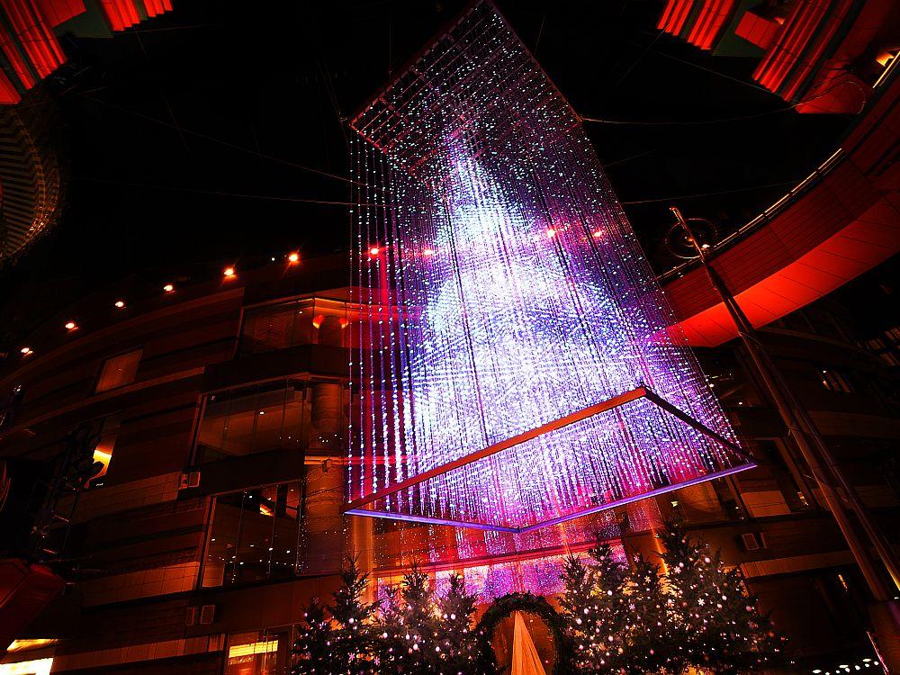 Weihnachtsstimmung mit LED: Crystal Tree 2014 (Foto: teamLab)