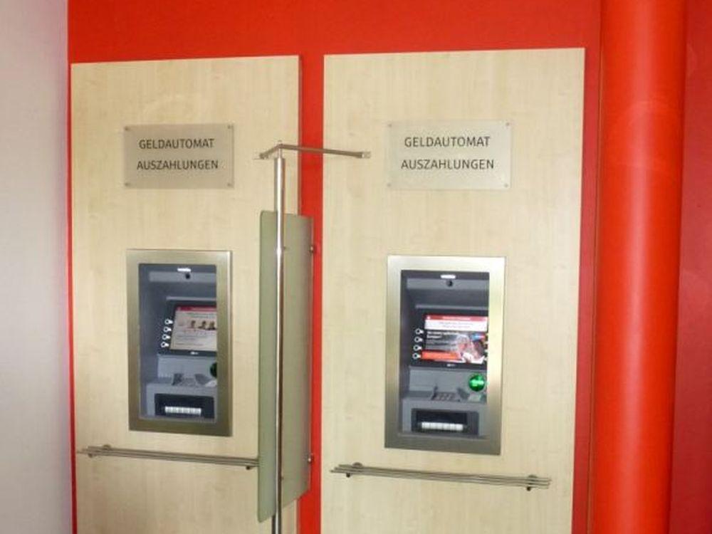 Neue SB-Terminals in der Sparkasse Vorpommern (Foto: NCR)