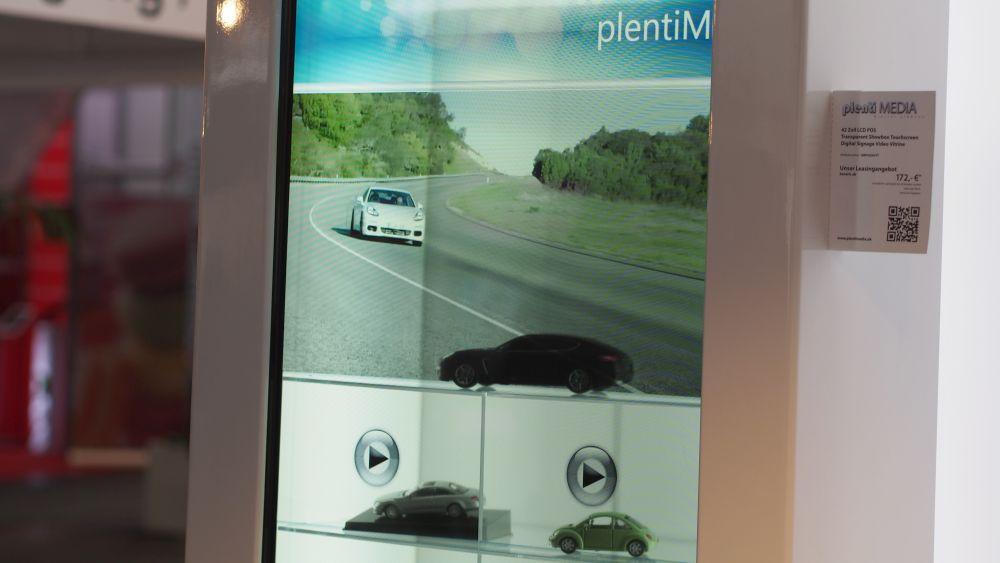 Transparenter und interaktiver Display-Schaukasten Plenit Media (Foto: invidis.de)