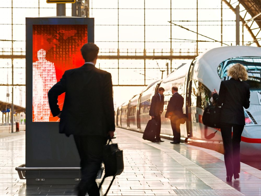Public Video-Portfolio: Station Video-Screen in Frankfurt am Main (Foto: Ströer)