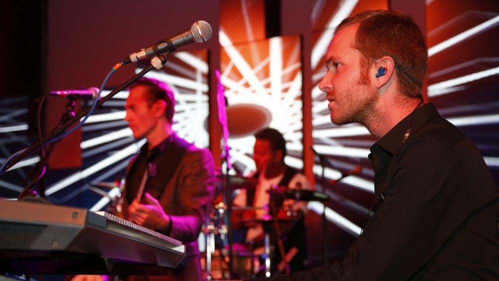 Untermalung der Musik mit Digital Signage (Foto: Samsung)