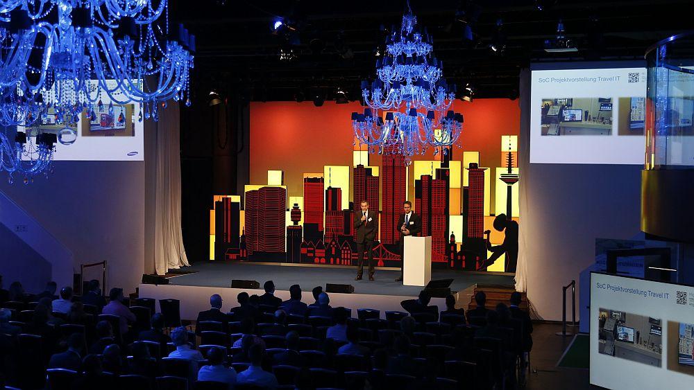 Insgesamt 10 Lichtstimmungen: Bühne und Publikum (Foto: Samsung)