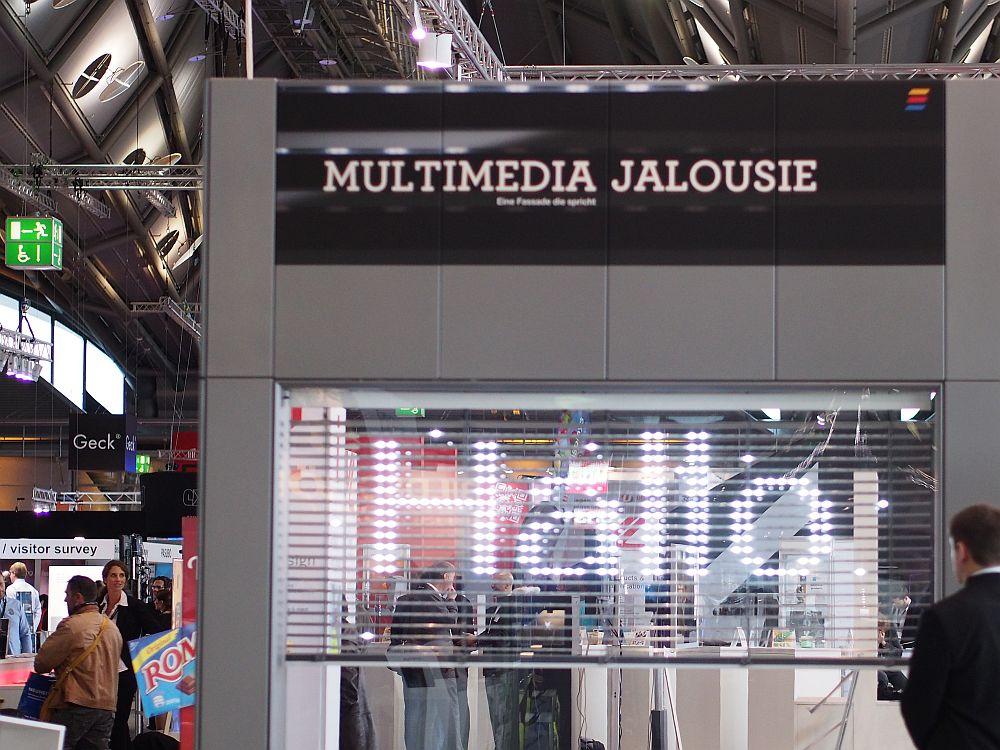 Multimedia Jalousie von Mediabiose auf der Viscom 2014 (Foto: invidis.de)
