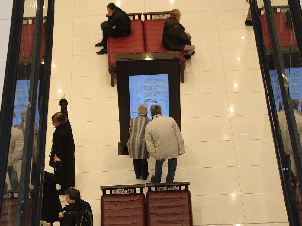 Wayfinding auf einer Stele in der Mall of Berlin (Foto: invidis.de)