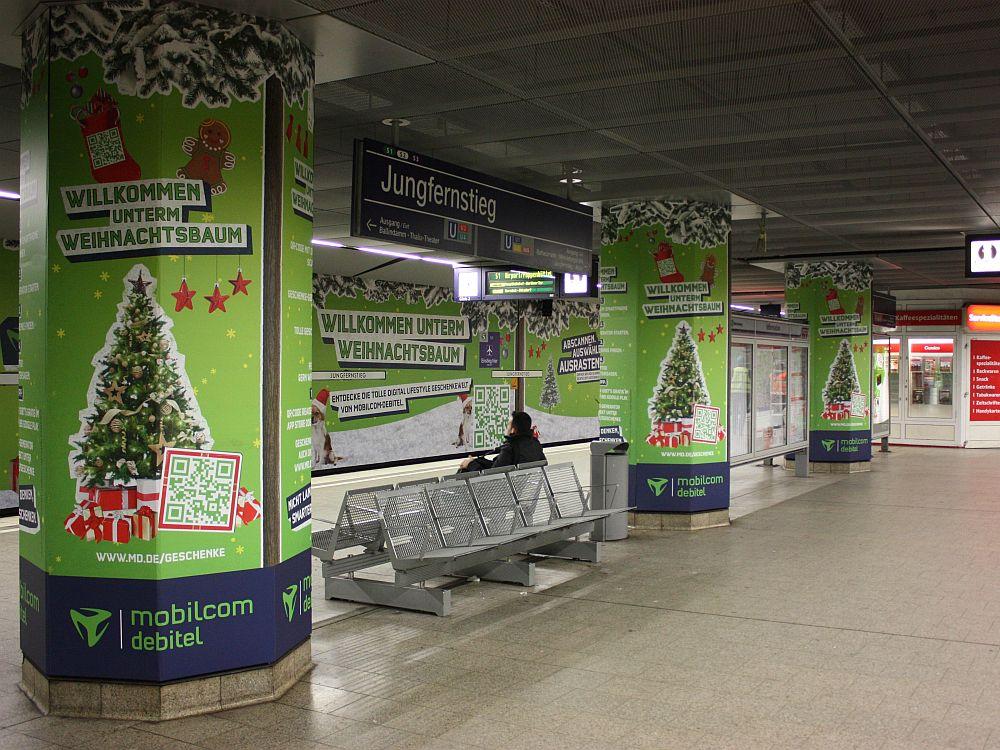 Der Jungfernstieg im weihnachtlichen Mobilcom-Debitel Grün (Foto: Mobilcom-Debitel)