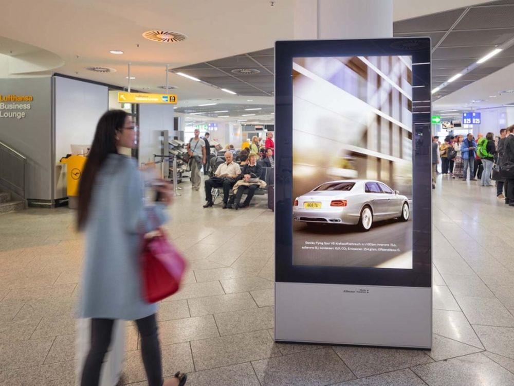 DooH-Kampagne für den Bentley Flying Spur V8 (Foto: Initiative Airport Media)