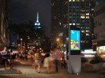 Könnte ein neues Wahrzeichen werden: LinkNYC-Stele (Foto/ Rendering: Control Group)