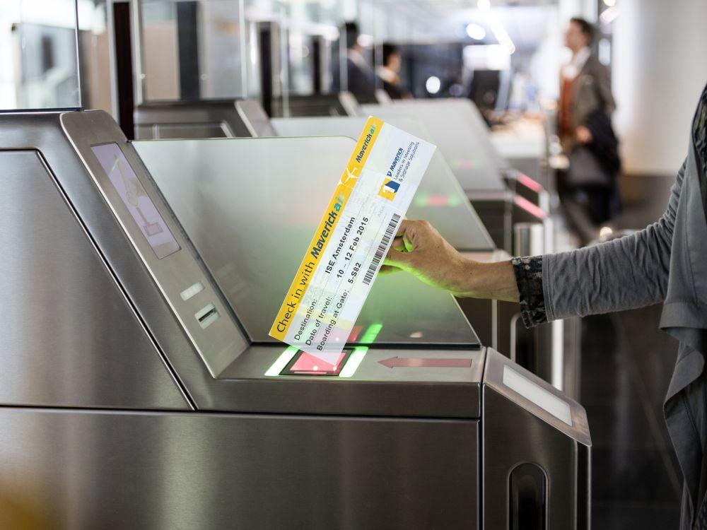 Check-in vor der Messe: Karten sind über TD Maverick erhältlich (Foto: Lufthansa; Grafik: TD Maverick; Mntage: invidis.de)