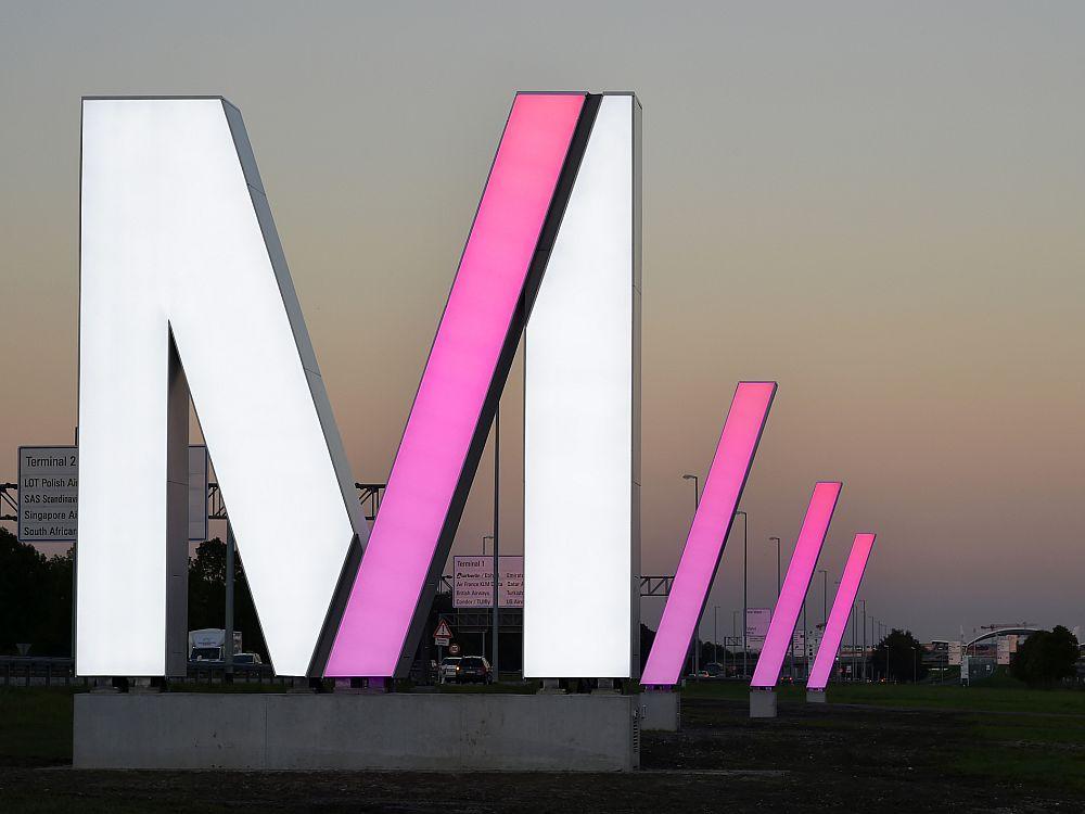 Neue Super Signs am Airport München (Foto: Alex Tino Friedel/ Flughafen München GmbH)