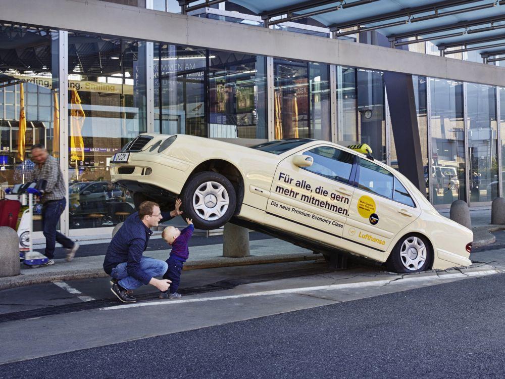 Taxi der Premium Eco-Kampagne der Lufthansa (Foto: KolleRebbe)